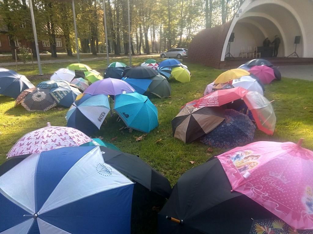 Vihmavarjude näitus Sadalas. Foto Jaan Lukas