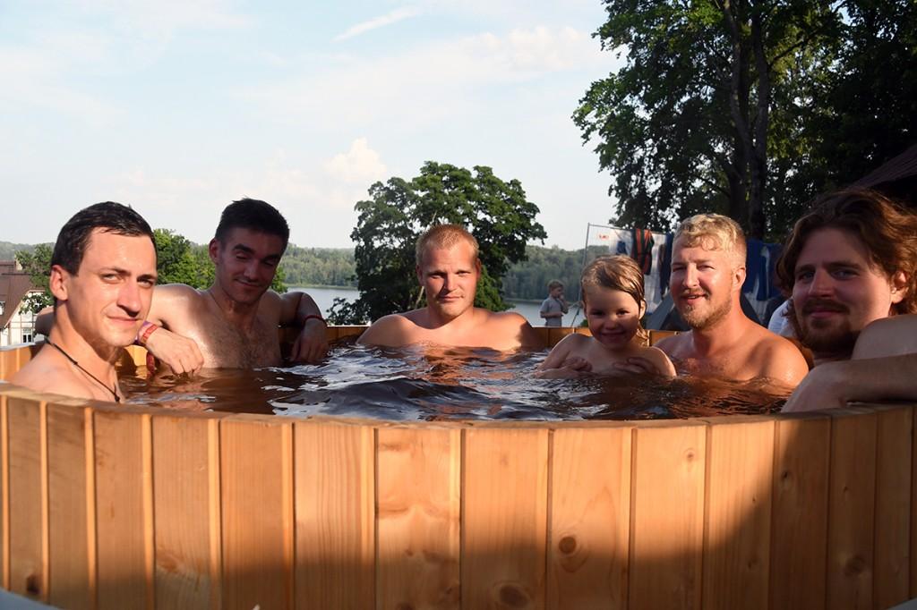 XXVI Viljandi pärimusmuusika festivalil saunamõnusid nautimas Foto Urmas Saard