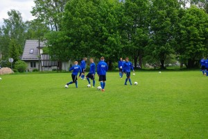 Eesti jalgpallikoondis treenimas Otepää Aedlinna areenal 2012. aastal. Foto: Monika Otrokova