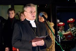 Peapiiskop Andres Põder Jõgeval jõulurahu välja kuulutamas 2012. aasta detsembris. Foto: Johannes Haav