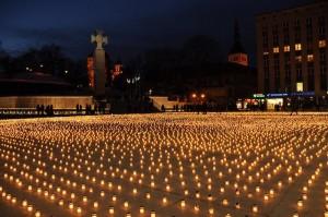 Fotomeenutus märtsiküüditamise ohvrite mälestamise päevast. kylaelu.blogspot.com